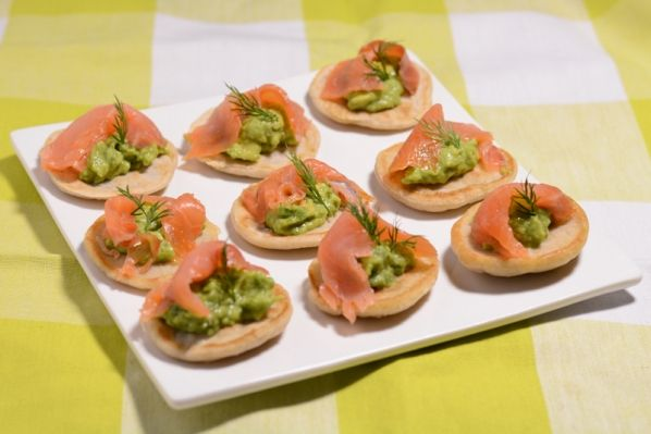Blinies with salmon and avocado / Blinis med laks og avocado