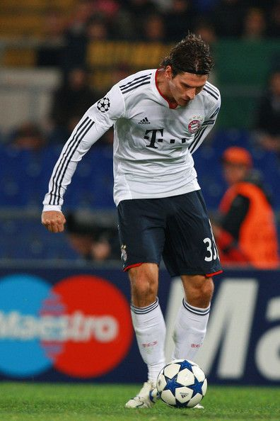 Mario Gomez of  FC Bayern Muenchen scores the second goal during the UEFA Champions League Group E match between AS Roma and FC Bayern Muenchen at Stadio Olimpico on November 23, 2010 in Rome, Italy.