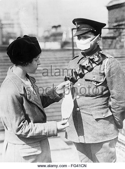 WWI: , A British soldier wearing a mask to protect against gas attacks.  - Alamy Stock Image