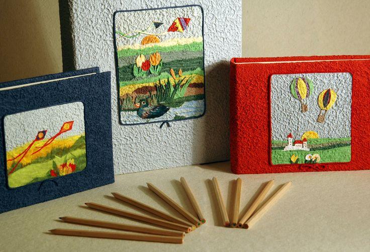 Porta foto con decoupage aquiloni. http://www.papermoonmo.it/it/album/137-album-fotografico-rivestito-in-carta-moonrock-gialla-con-decoro-collage-barchetta-con-vestitini-stesi.html