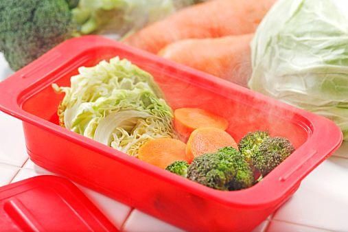 今回は身体に優しい「温野菜」の作り方をまとめました。基本の作り方では、6パターンの作り方を詳しくご紹介。またアレンジレシピでは、朝食や副菜、常備菜、おつまみなどにおすすめのレシピを7選、どれも手軽に作れるものをご紹介しているので、ぜひ作ってみて下さい。