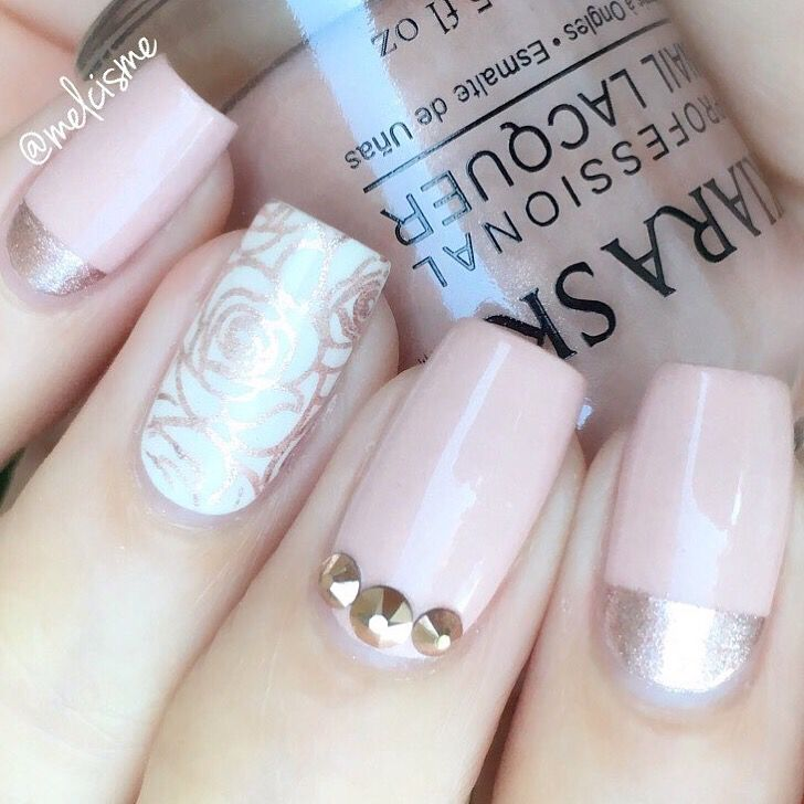 Pure elegance by @melcisme! Melissa is using our Straight Nail Vinyls to create perfect lines. Find them at snailvinyls.com