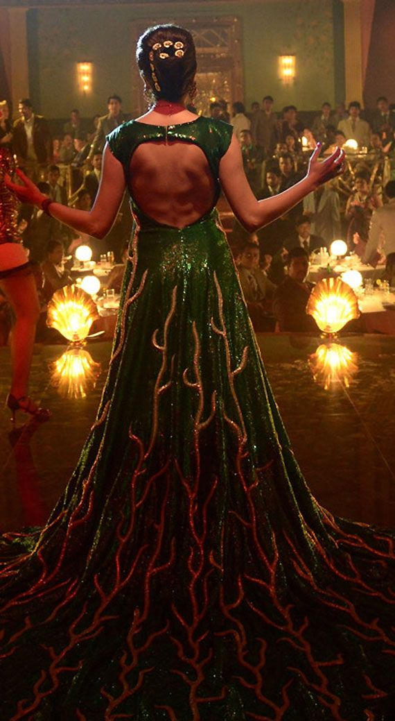Anushka Sharma in 35 kg weighing gown in Bombay Velvet