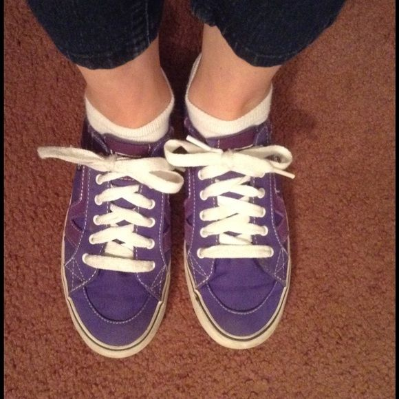 💜 Ladies Purple Vans Tennis Shoes 💜 Previously loved! 💜 Vans ladies tennis shoes. Purple. Tory style. Size 7 1/2. Good condition. Vans Shoes Athletic Shoes
