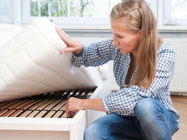 Eliminare le macchie dal materasso