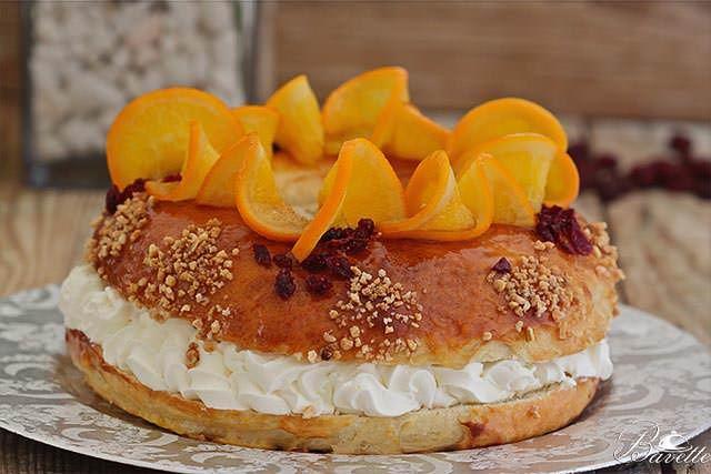 Roscón de reyes con nata y naranja confitada