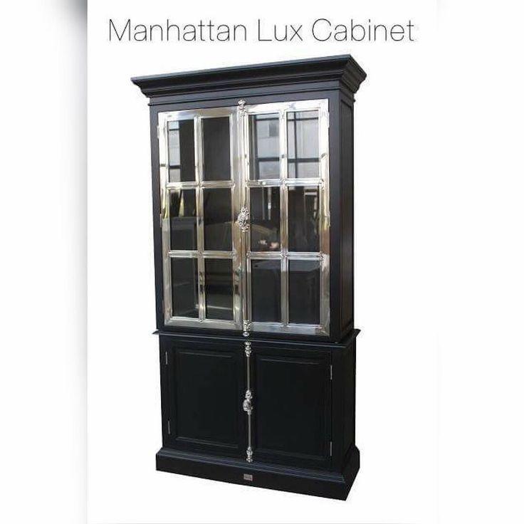 """NYTT DESIGN i vår lekre """"Manhattan Collection"""" fra #Classicliving Lekkert sort vitrineskap med stål sprosser. Dette skapet er et blikkfang med flotte detaljer.. Kommer også i hvitt med stål.  Mål: Høyde:  220 cm  Bredde: 120 cm  Dybde:  45 cm  Se http://ift.tt/1UdJ1or for mer informasjon  #classicliving  #skap #homedesign #house #furnitures #møbler #interiør #interior #furniture #home #design #vakrehjemoginteriør #housestyling #homestyling #classy  #vakrehjem #nordiskehjem #nordicinspiration…"""