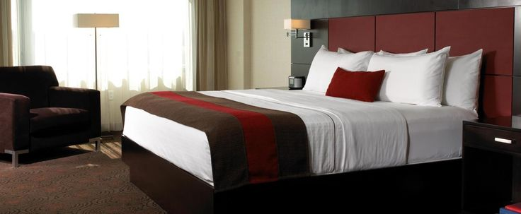 Traverse City Michigan Hotels | Turtle Creek Casino & Hotel- 300 square feet of casual contemporary elegance. King or two extra-long double beds are covered in crisp white linen. Bathroom counter-tops are golden amber granite. Includes 37-inch LCD television.