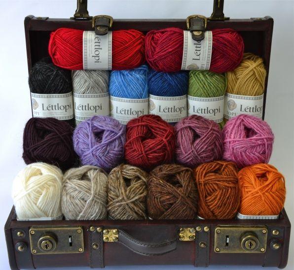 Lettlopi bestaat voor 100% uit IJslandse wol en heeft een robuuste uitstraling. De bollen zijn 50 gram met een looplengte van ca. 100 meter. Het garen is geschikt voor naald 4 - 5mm. Verkrijgbaar in 49 kleuren. Léttlopi Wol
