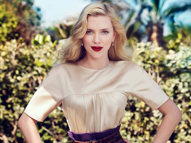 She played Nola Rice in Match Point (2005) Scarlett Johansson