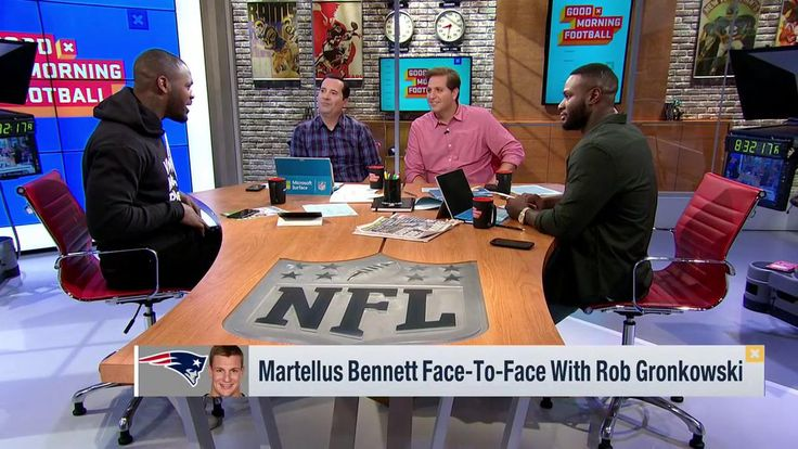 Martellus Bennett Reveals Tom Bradys Method For Pre-Snap Checks  https://twitter.com/gmfb/status/880044590539055105?ref_src=twsrc%5Etfw&ref_url=http%3A%2F%2Fnesn.com%2F2017%2F06%2Fmartellus-bennett-hilariously-reveals-tom-bradys-method-for-pre-snap-checks%2F Submitted June 29 2017 at 03:29PM by HypatiaRising via reddit http://ift.tt/2uoGWyZ