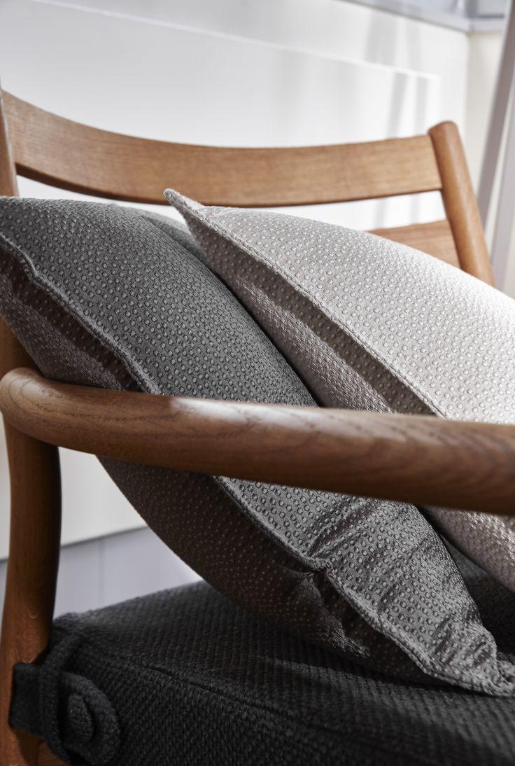 focus coussins en tissus galuchat caviar et stone collection heytens 2016 les tissus reg. Black Bedroom Furniture Sets. Home Design Ideas
