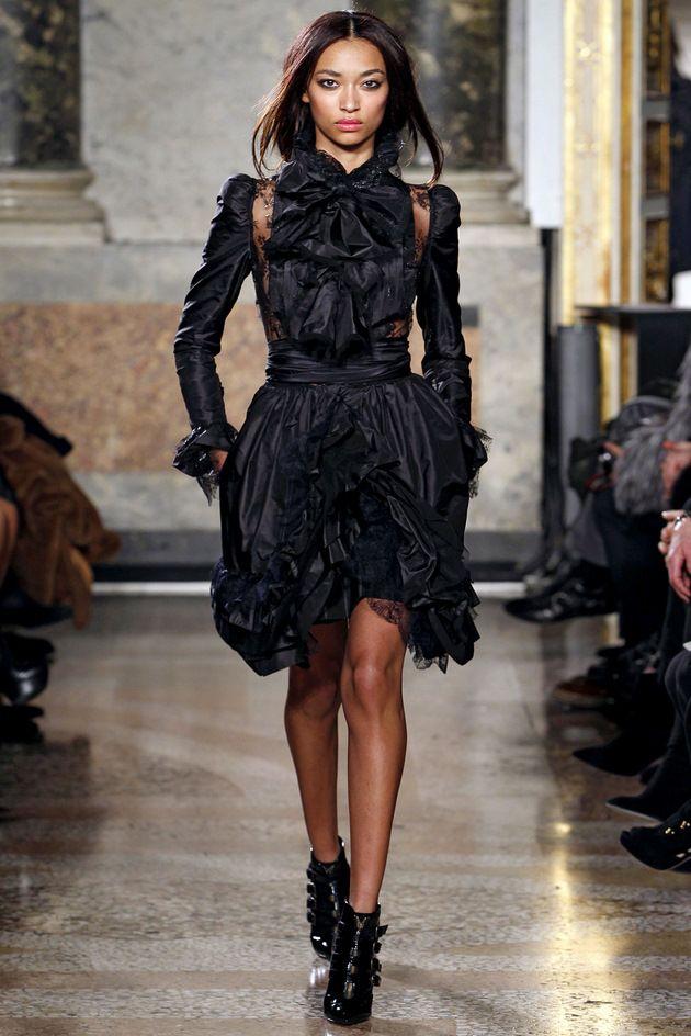 pucci.Emilio Pucci, Black Dresses, Fashion Black, Dark Fashion, Ready To Wear Emilio, Milan Fashion Weeks, Emiliopucci, Black Couture, Fall 2011
