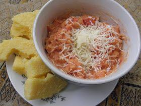 Červená čočka s rajčaty a polentou