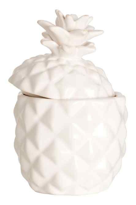Bougie dans un contenant: Bougie de cire contenue dans une boîte en porcelaine en forme d'ananas avec couvercle. Non parfumée. Diamètre 6 cm, hauteur 9,5 cm. Durée de combustion 15 heures.