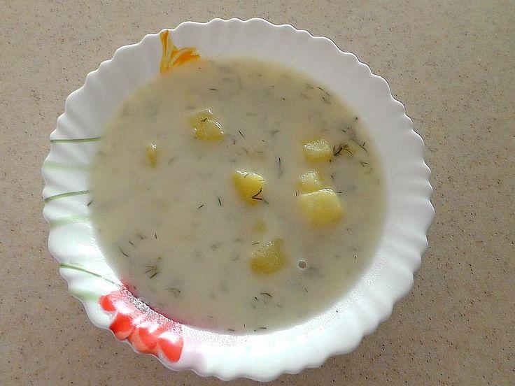 Bramborová polévka se zakysanou smetanou