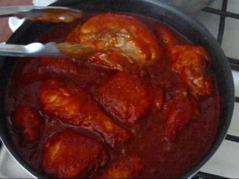 Cocina fácilmente este pollo en adobo, auténtico de la cocina mexicana, de cocción lenta pero resultado indiscutiblemente sabroso.