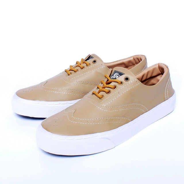 Brave Brest, Warna: Light Brown, Size : 40-44 Untuk Pemesanan Online Kunjungi : www.rockford-footwear.com *Gratis pengiriman ke seluruh Indonesia Email: contact@rockford-footwear.com Pin :...