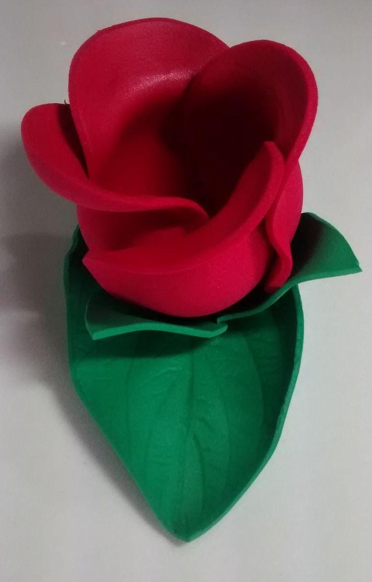 Forminhas em eva porta doces e bombons. <br>Também confeccionamos em outras cores.