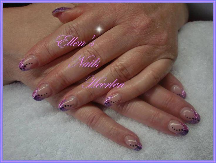 French Manicure met paarse en rose glitters en zwarte dots