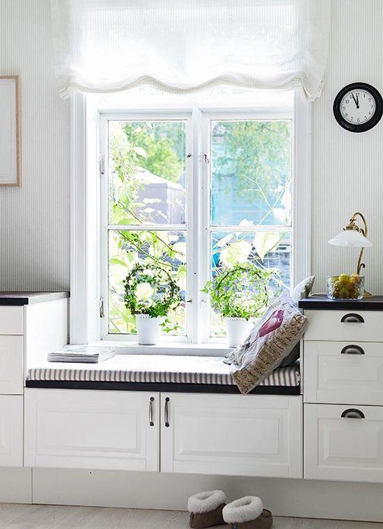 siedzisko pod oknem w kuchni