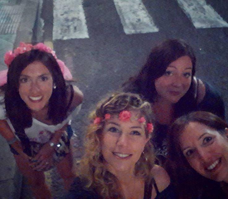 Amigas en Alicante! Perché  certe cose vanno festeggiate B E N E! (Per l'anno prossimo fate un pensierino su questa città nel periodo di San Giovanni! Da oggi cominciano 5 giorni di festeggiamenti a base di spettacoli pirotecnici! Brave le ragazze che hanno scovato questa meta e soprattutto il periodo di super festa per tutta la città è stato breve ma bellissimo!!!!)