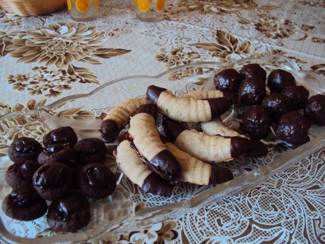 pohankovo tvarohove gombiky s dzemom a cokoladovou plnkou, inspiracia: http://www.mimibazar.sk/recept.php?id=30969  spaldovo gastanove rozteky lepene lekvarom- inspiracia :http://varecha.pravda.sk/recepty/spaldove-gastanove-rohlicky-/33623-recept.html  extra zdrave kokosovo semienkove gulky - inspiracia: http://www.skolachudnutia.sk/recept-cokoladove-kosiky/