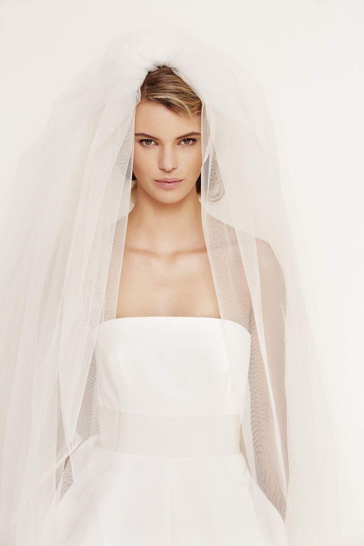 Velo da sposa ISIDE, doppio velo lungo con cerchietto di gros grain, color bianco gelsomino. #maxmarabridal #velo #veil #wedding #sposa