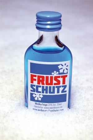 Frustschutz - Eiskratzen, Schneeschaufeln, Salzstreuen, und auch noch Weihnachtsgeschenk besorgen, aber der Winter hat auch seine guten Seiten. Wodka Feige Frustschutz.