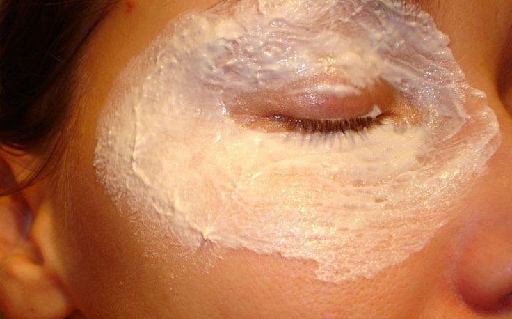 Это самая лучшая маска для лица, из всех которые я когда-либо пробовала! Смешайте соду и лимон…
