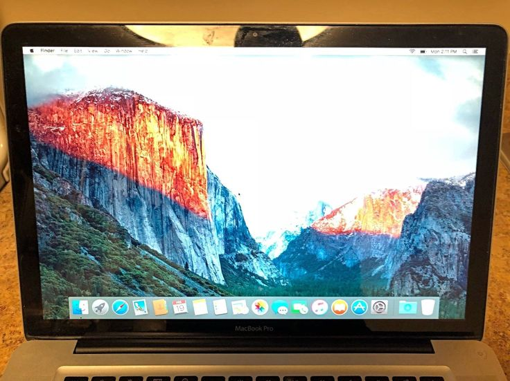 "Apple MacBook Pro 15"" A1286 2.4GHz Core 2 Duo 2GB 250GB Late 2008"
