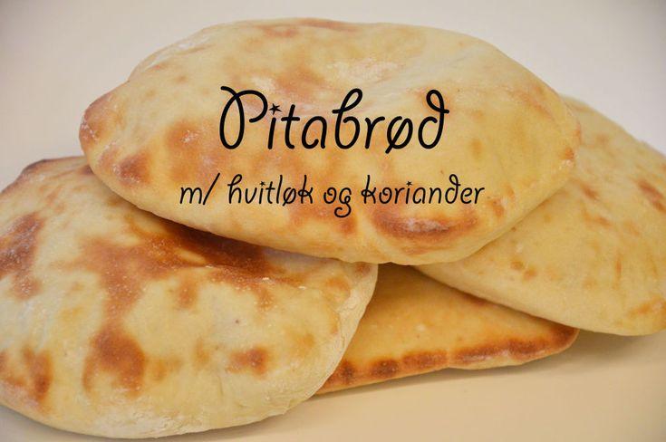 Pitabrød er vanlig å få servert rundt middelhavet, og særlig om man tar en tur til Tyrkia. I dag har jeg bakt deilige pitabrød med koriander og hvitløk. Disse kan du fylle som en kebab, taco eller bare bruke som tilbehør til å dyppe i en suppe. Oppskriften er luftig og lett, og gir deg...