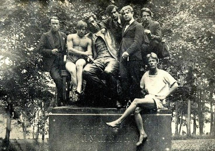 S. Yesenin, V. Ehrlich with students of the College of Agriculture at the monument to Pushkin. 1924 July. Children's village