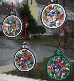 Kerstbal met gekleurde vlakjes