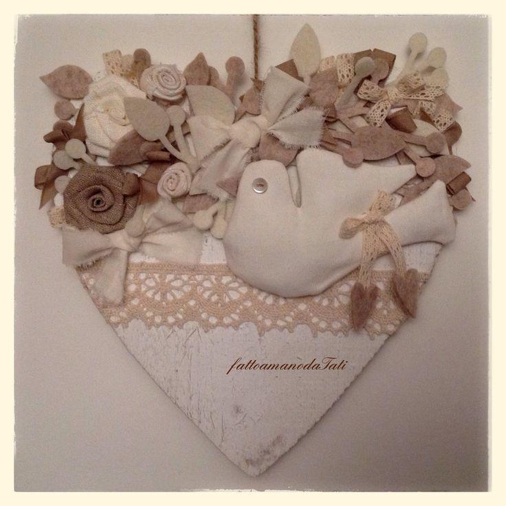 Cuore in legno con colomba in misto lino bianco, by fattoamanodaTati, 27,00 € su misshobby.com
