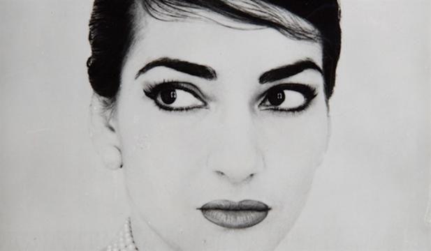 A Milano, una mostra di moda celebra il 40° anniversario della morte di Maria Callas.