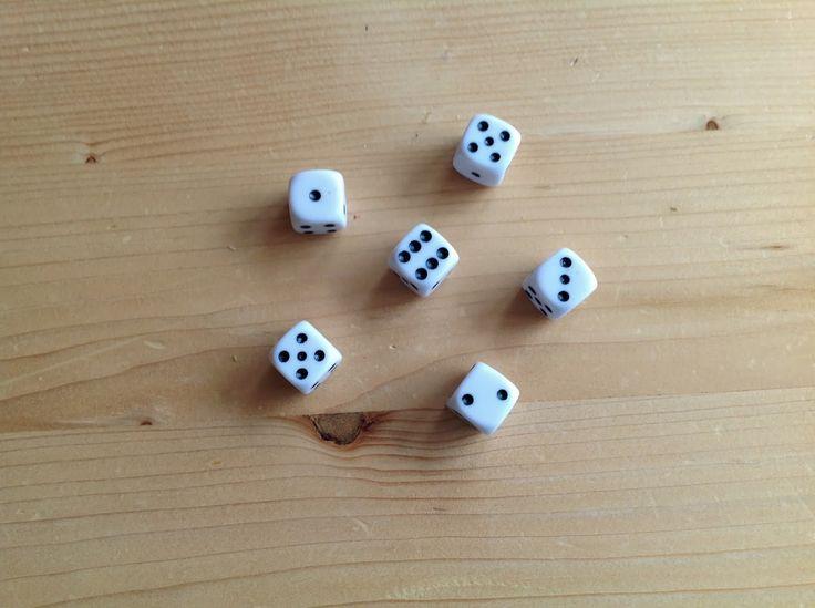 Koning keizer admiraal: kinderen gooien met 3 dobbelstenen en proberen een zo hoog mogelijk getal te maken met hun dobbelstenen (kan ook met meer dobbelstenen om hogere getallen te krijgen).
