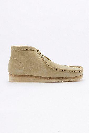"""Schuhe """"Wallabee"""" von Clarks mit unverwechselbarer Mokassins-Silhouette und flacher Schnürung. Das Design wird durch die markentypische Kreppsohle abgerundet.      WISSENSWERTES:   - Wildeder und Gummi   - nur Fleckenentfernung   - Lederpflegemittel empfohlen (separat erhältlich)         Alle aufgeführten Größen sind UK-Größen."""