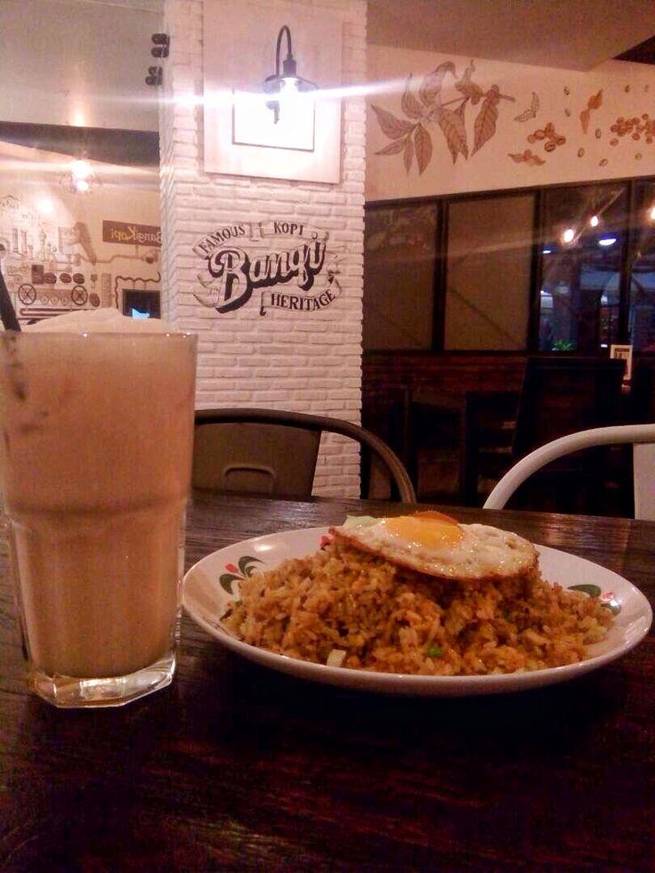 Sepiring nasi goreng dan es teh tarik 📍Bangi Kopitown, The Plaza Semanggi