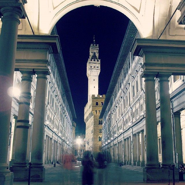 Uffizi by night!! Mesmerizing atmospheres in the Renaissance City :)