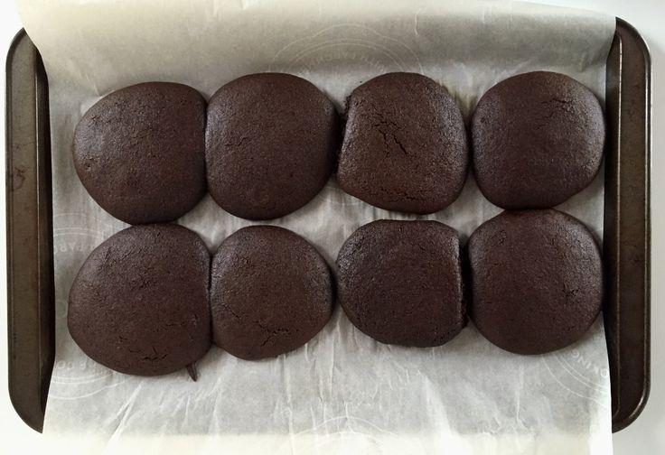 Ces galettes sont vraiment exquises, elles sont remplies de fer et en plus, elles ont l'air d'être au chocolat! ;) Ingrédients (pour environ 20 galettes): Ingrédients secs 1 1/2 tasse d…