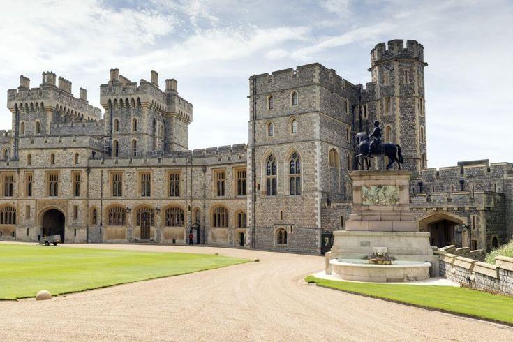De grondvesten Kasteel Windsor bestaan al van 1070. Het Kasteel heeft een vloeroppervlakte van 44.965 m². De Britse koninklijke familie verblijft hier jaarlijks.