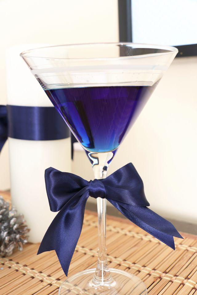 LOVE the matching ribbon Blueberry Martini  - 1.5 oz Ciroc Vodka, 1.5 oz  DeKuyper Blueberry Blast Schnapps, Splash of Blueberry Juice Cocktail