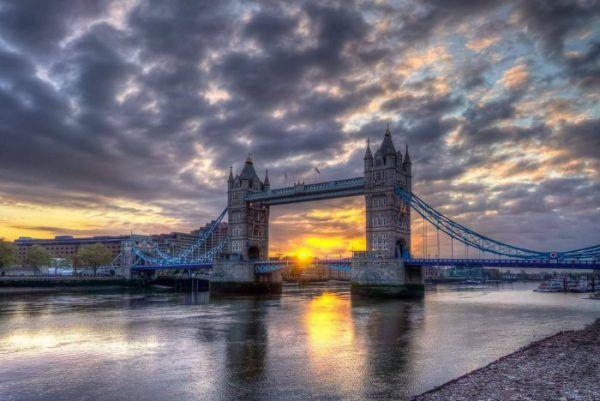 Puente de la Torre.Puente levadizo sobre río Tamesis. Londres.Inglaterra.