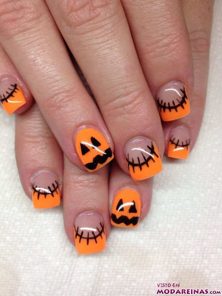 manicura halloween con calabazas