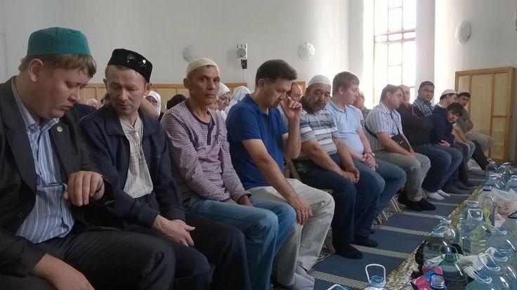 В мечети Шамиль.