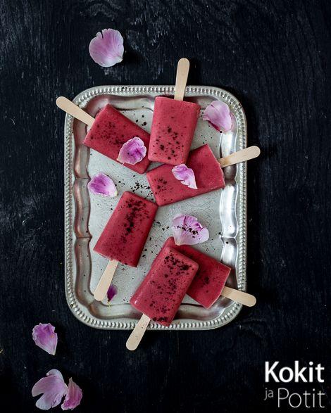Mansikka-kaurajäätelöt – Strawberry Oat Ice Cream with sumac (dairy free) | Kokit ja Potit -ruokablogi #icecream #jäätelö #popsicle #maidoton #dairyfree