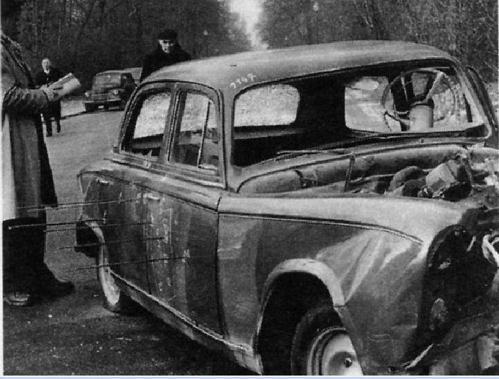 16 octobre 1959 - François Mitterrand, sénateur, ancien ministre de l'Intérieur et de la Justice sous la IVème République a été victime d'un attentat cette nuit alors qu'il rentrait chez lui, rue Guynemer, aux alentours de minuit après s'être restauré à la Brasserie Lipp où il a ses habitudes.