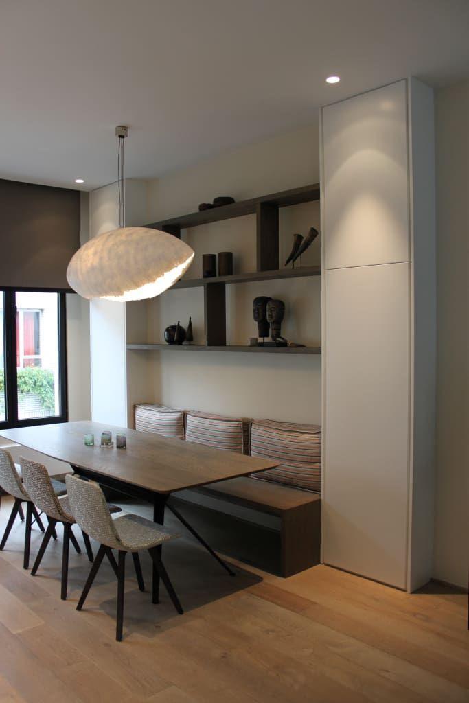 Flacher Hochschrank für die Küche t.o. Kücheninsel. Praktische Aufbewahrung für Vasen …