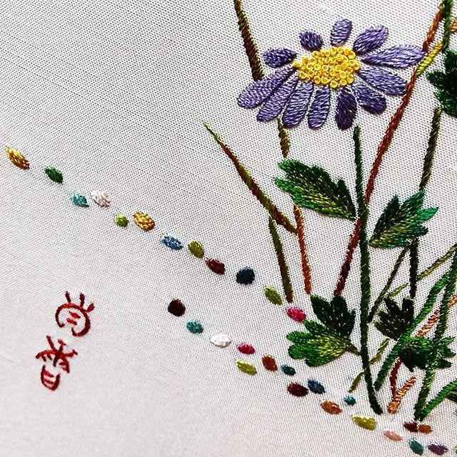 국화꽃~~ #국화 #전통자수 #자수 #니들스튜디오  #needlework #embroidery  #needlestudio  #handstitch  #chrysanthemum #청담자수공방 #자수수업
